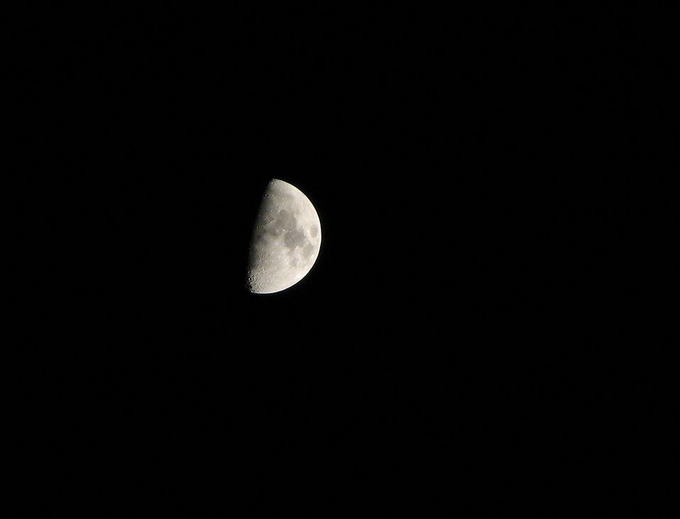 Half moon : Free Stock Photo