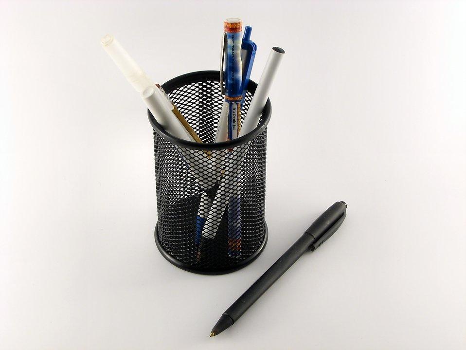Pens on white background : Free Stock Photo