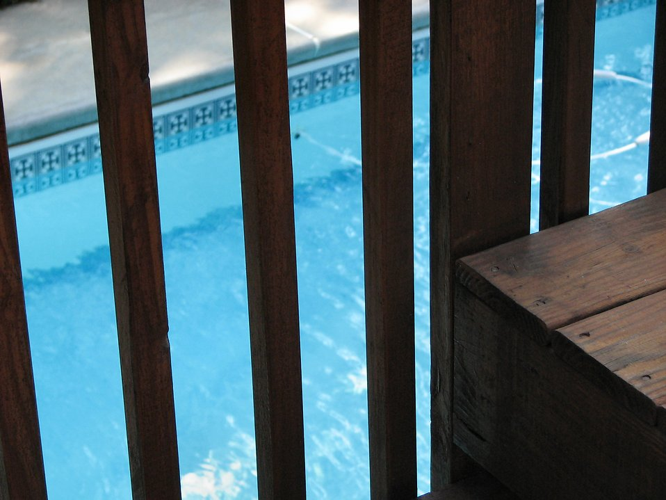 Swimming pool through a wooden fence : Free Stock Photo