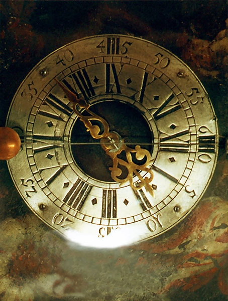 An antique clock : Free Stock Photo