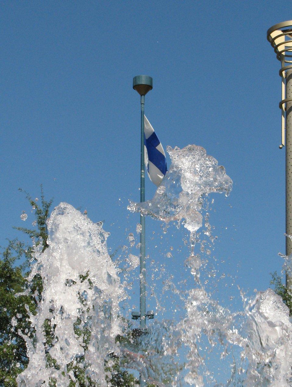 Finnish flag near fountain : Free Stock Photo