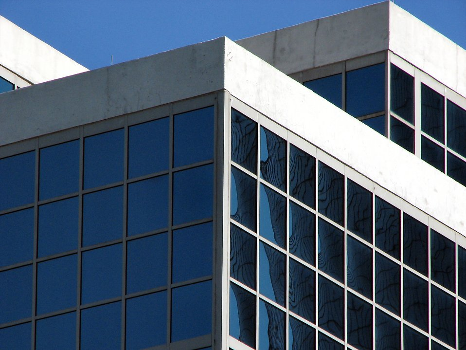 Building with many windows : Free Stock Photo