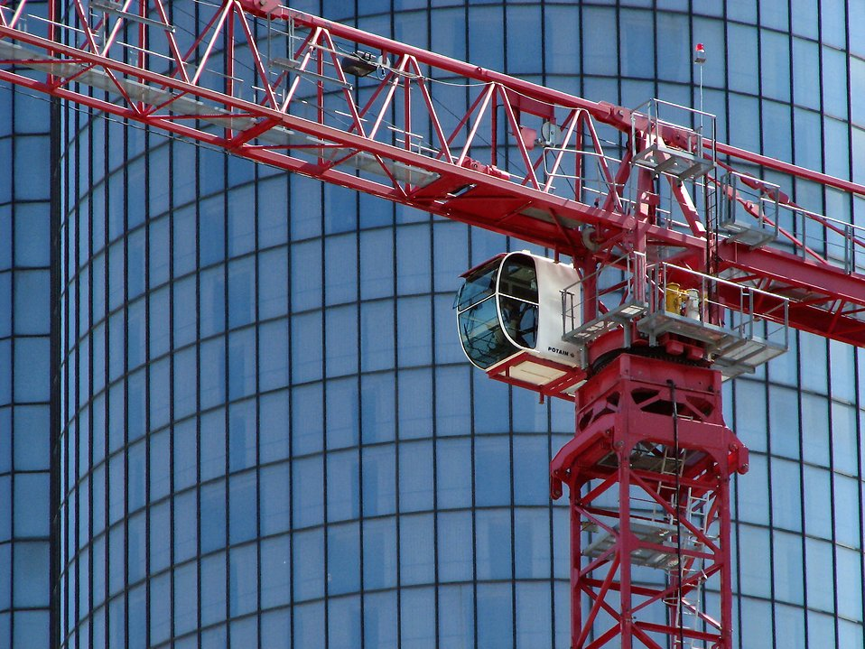 Red construction crane : Free Stock Photo