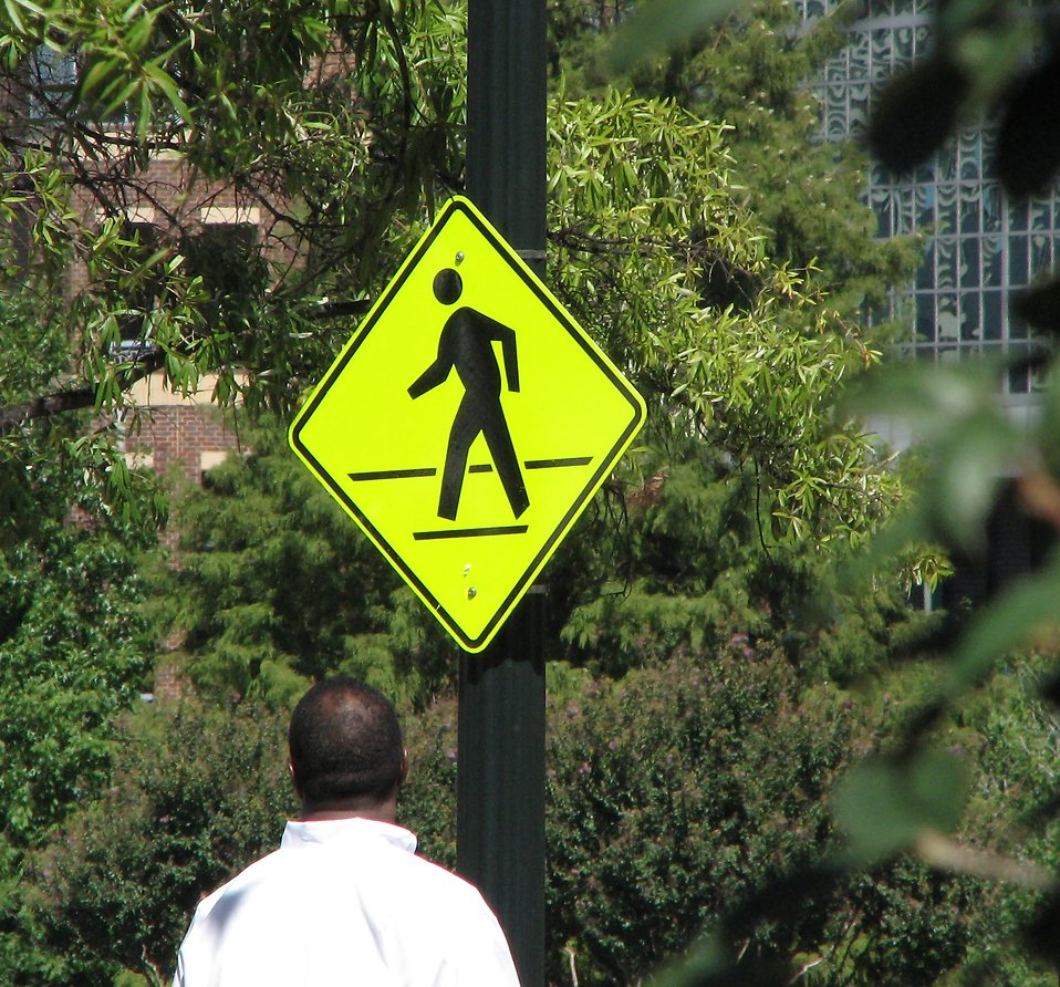 Pedestrian crossing sign : Free Stock Photo