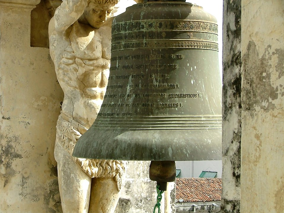 Statue of a man and bell : Free Stock Photo