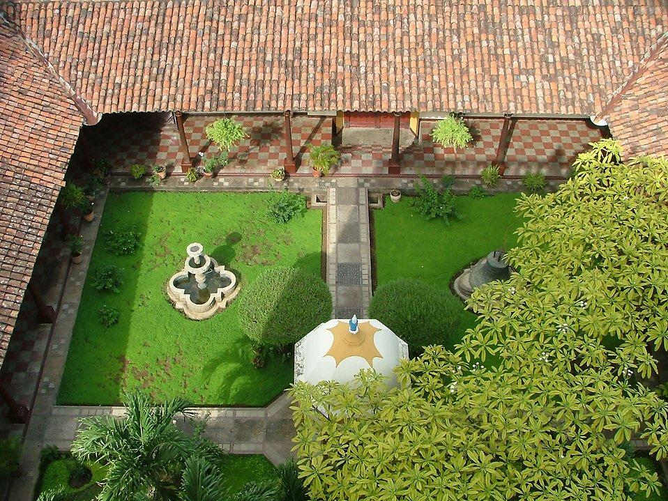 A courtyard : Free Stock Photo