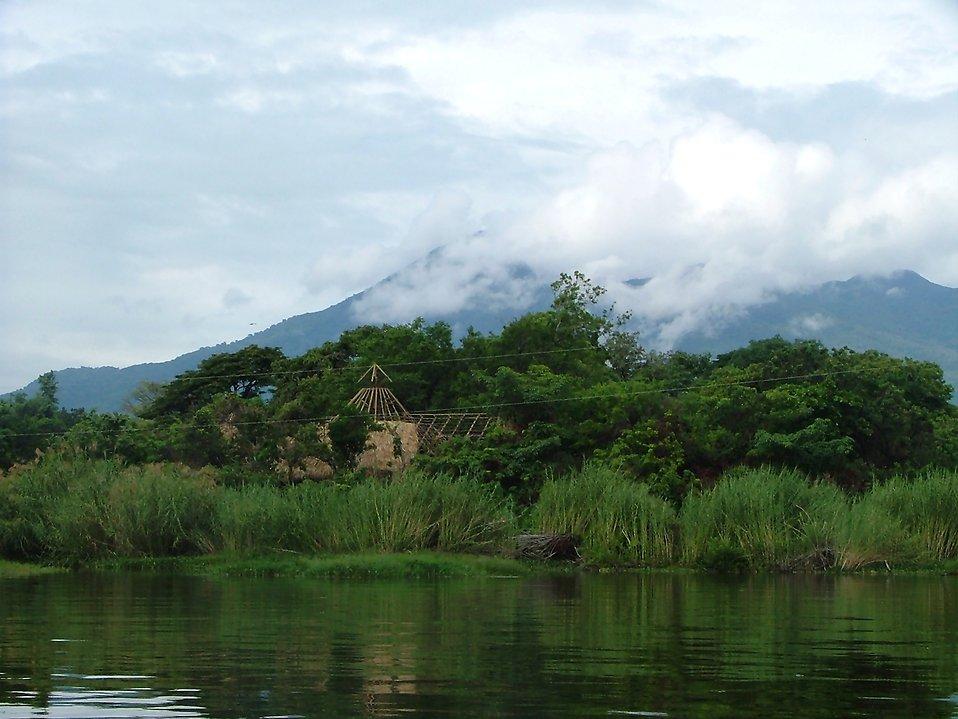 A hut near a river : Free Stock Photo