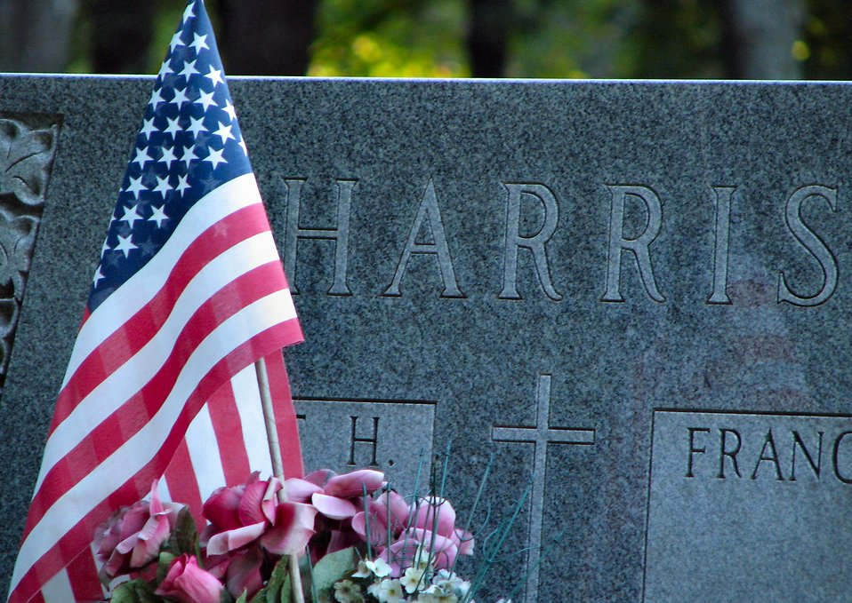 Head stone with US flag : Free Stock Photo