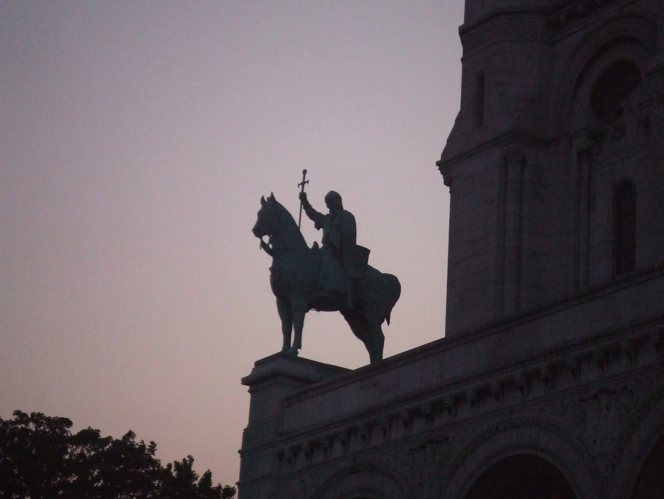 Statue of man on horse : Free Stock Photo