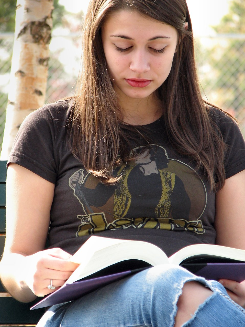 Teenage girl reading a book : Free Stock Photo
