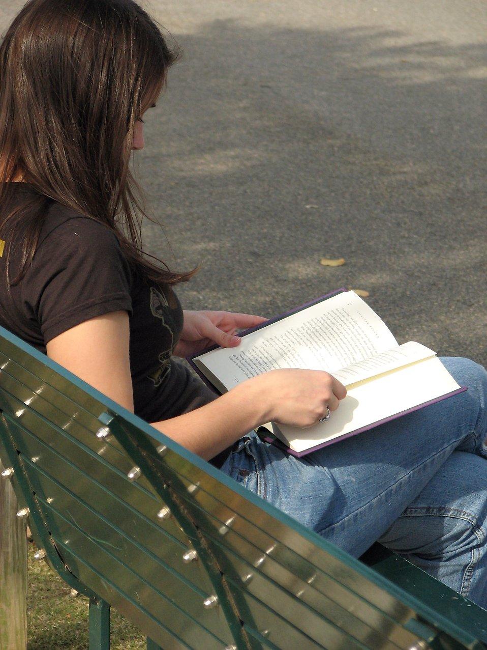 Teenage girl reading a book : Free Stock Photo