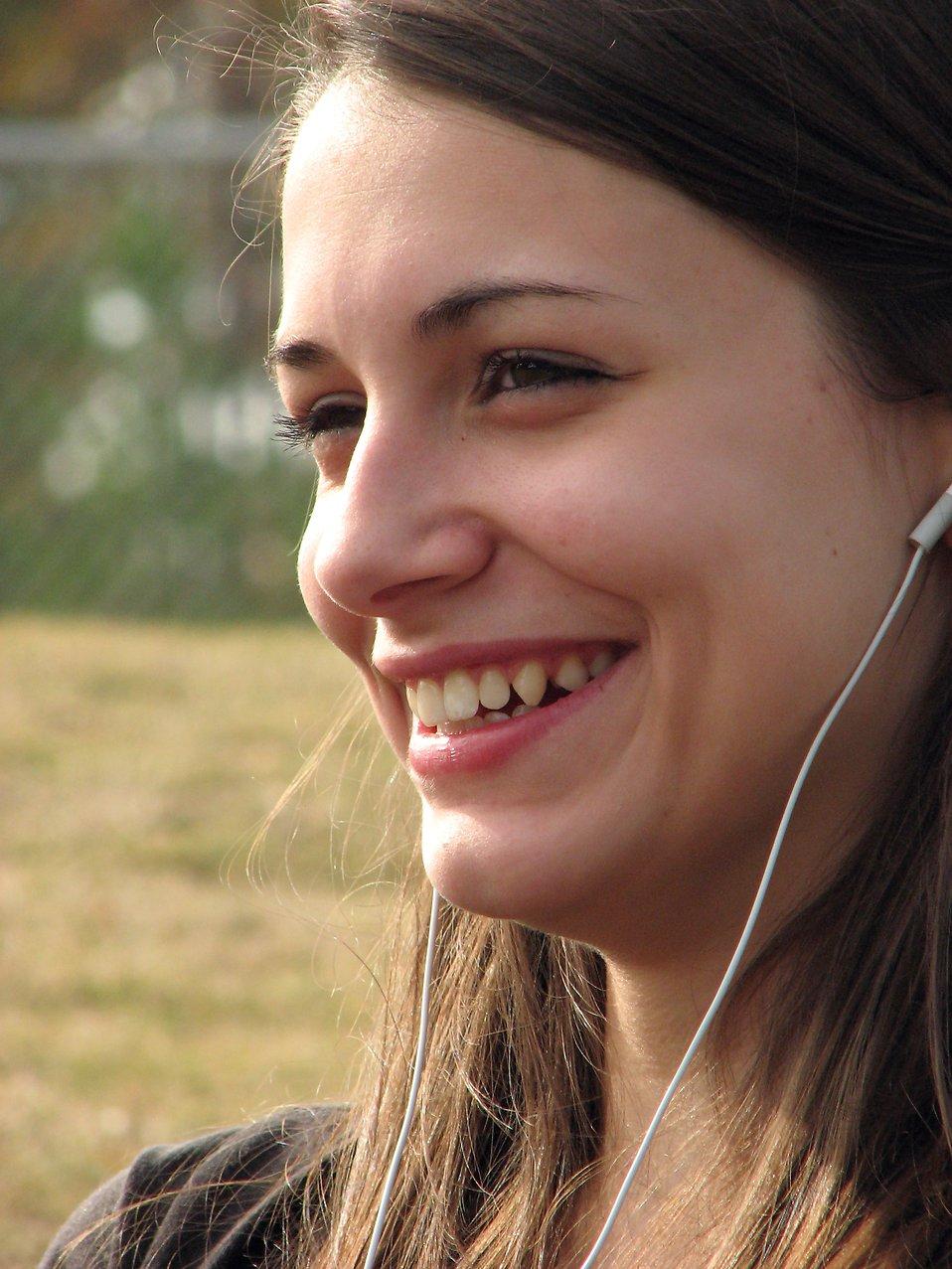 Teenage girl listening to music : Free Stock Photo