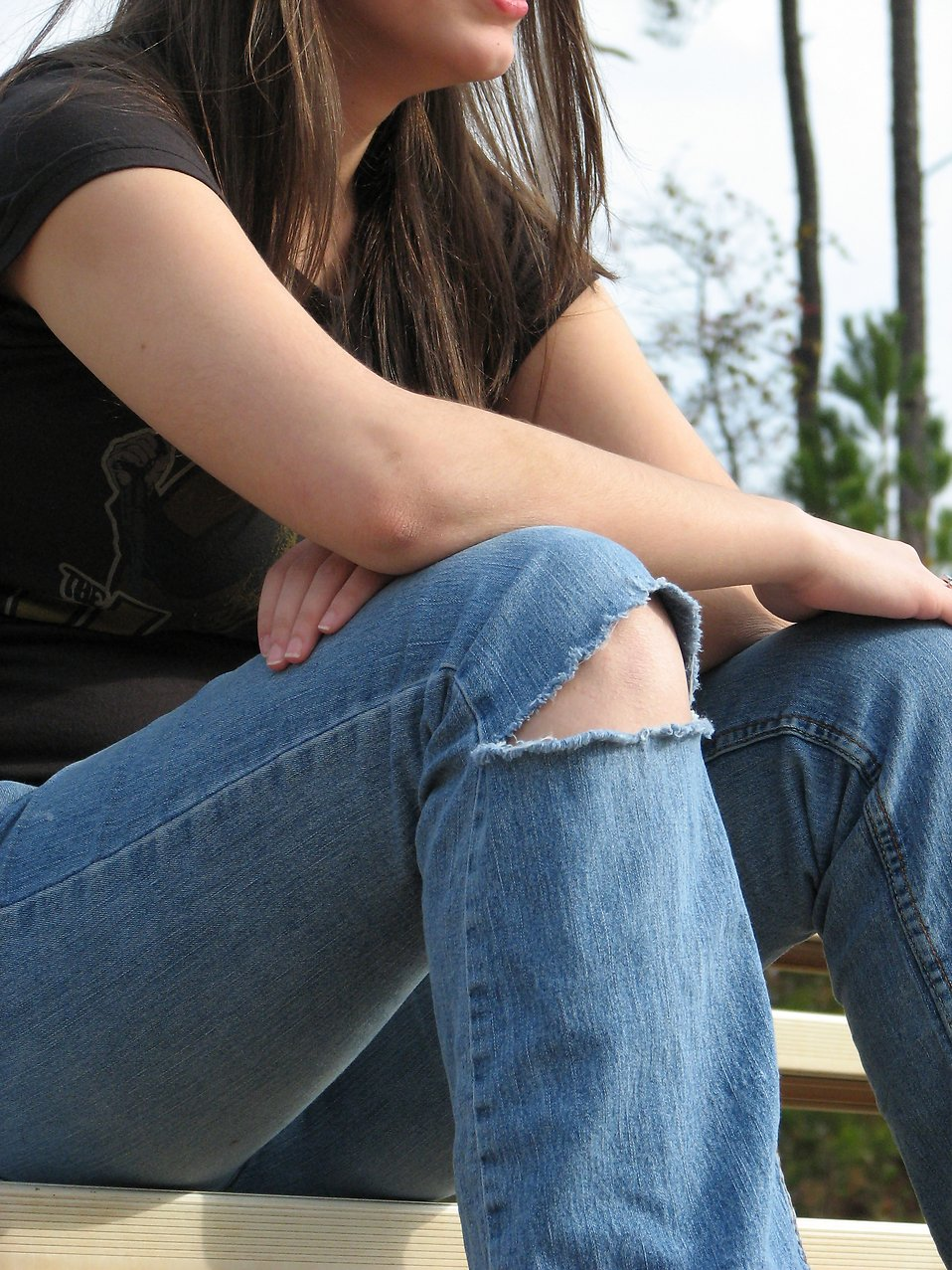 A teenage girl with ripped jeans : Free Stock Photo