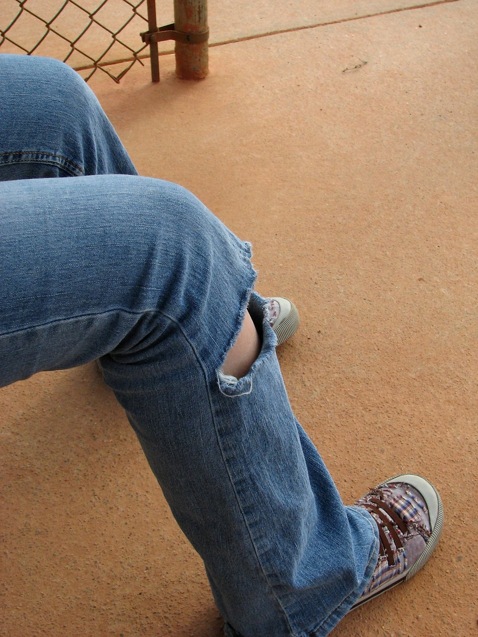 Teen girl with ripped jeans : Free Stock Photo