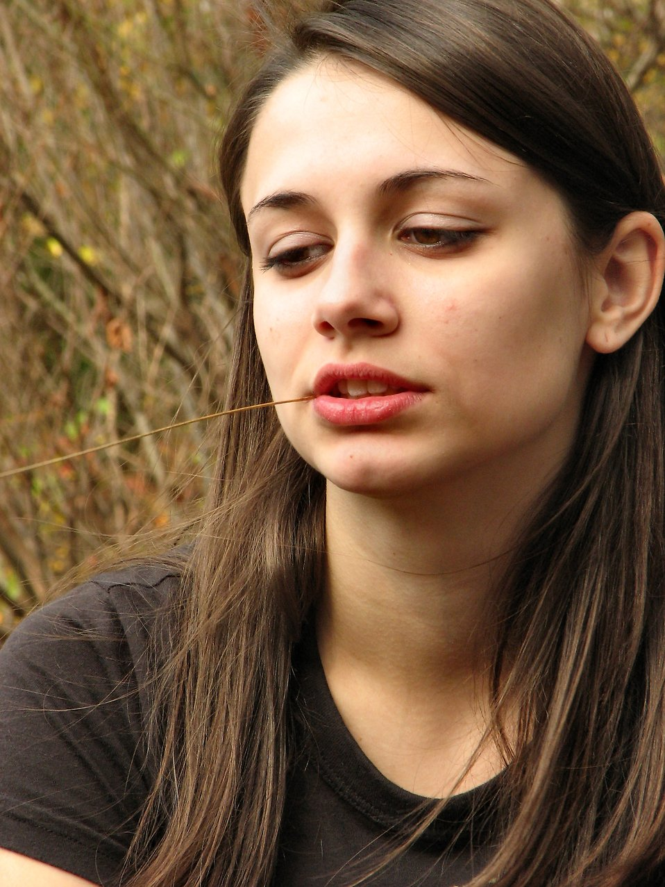 Outdoor portrait of a teenage girl : Free Stock Photo