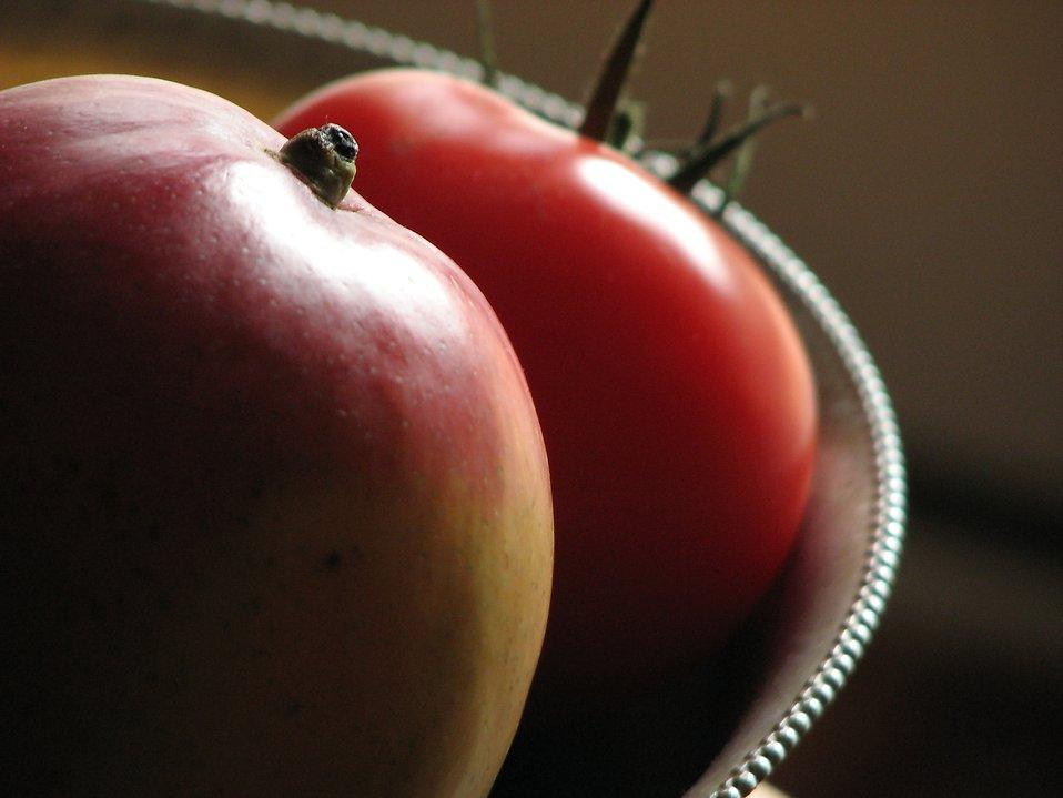 Closeup of a bowl of fruit : Free Stock Photo