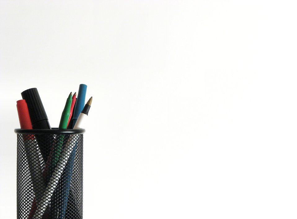 Colored pens and markers : Free Stock Photo