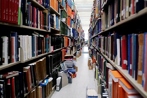 An aisle of library books : Free Stock Photo