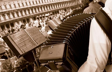 Closeup accordion in black and white : Free Stock Photo