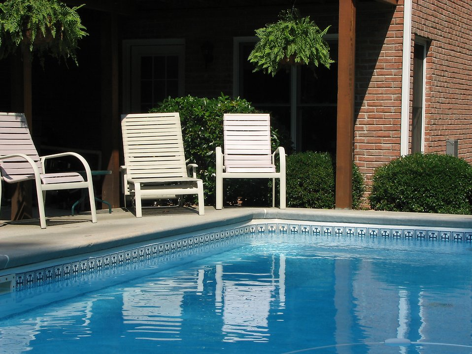 Chairs in shade by pool : Free Stock Photo