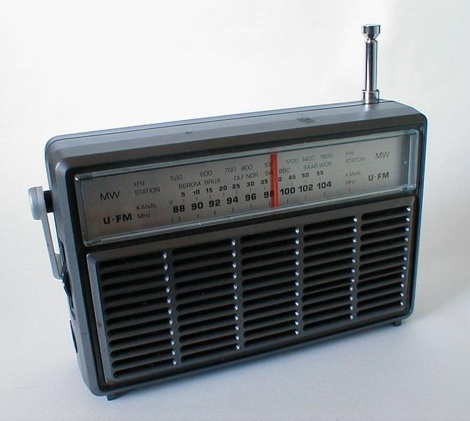 Old multiple band radio on white background : Free Stock Photo