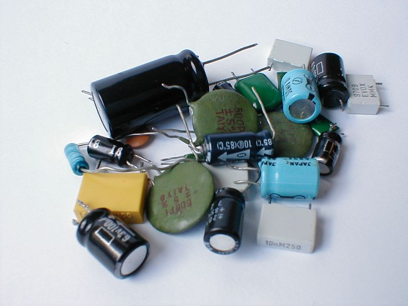 Small pile of various capacitors : Free Stock Photo