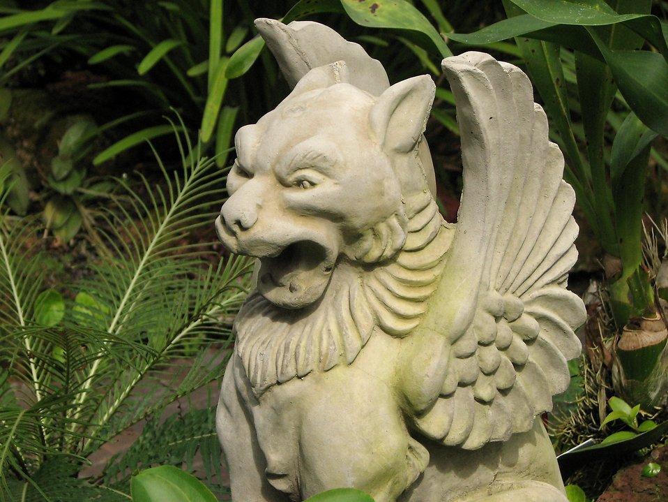Statue of griffin gargoyle : Free Stock Photo