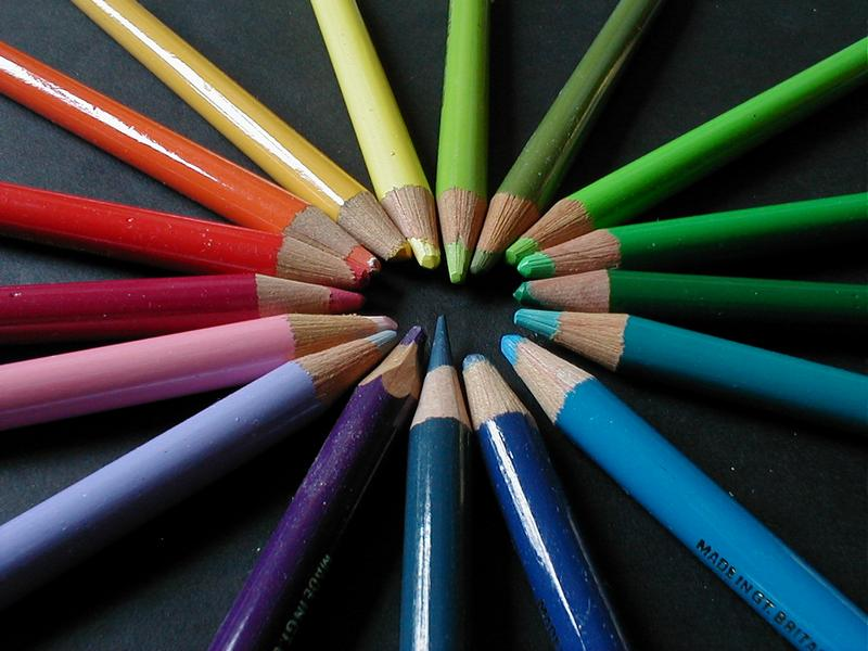 Colored pencils forming a circle : Free Stock Photo