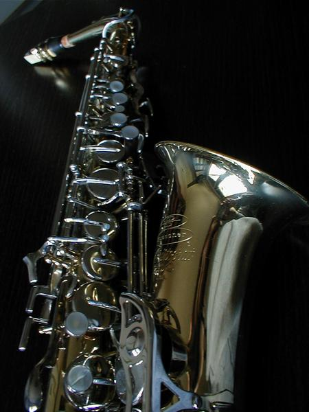 Closeup of shiny saxophone : Free Stock Photo