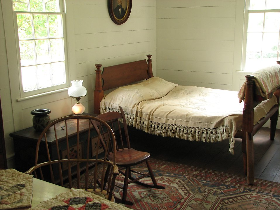 Historic bedroom at Stone Mountain Park : Free Stock Photo