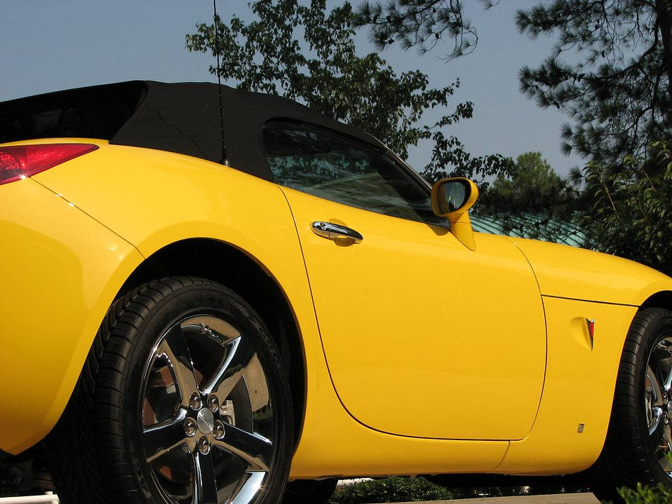 Closeup side view of a yellow sports car : Free Stock Photo