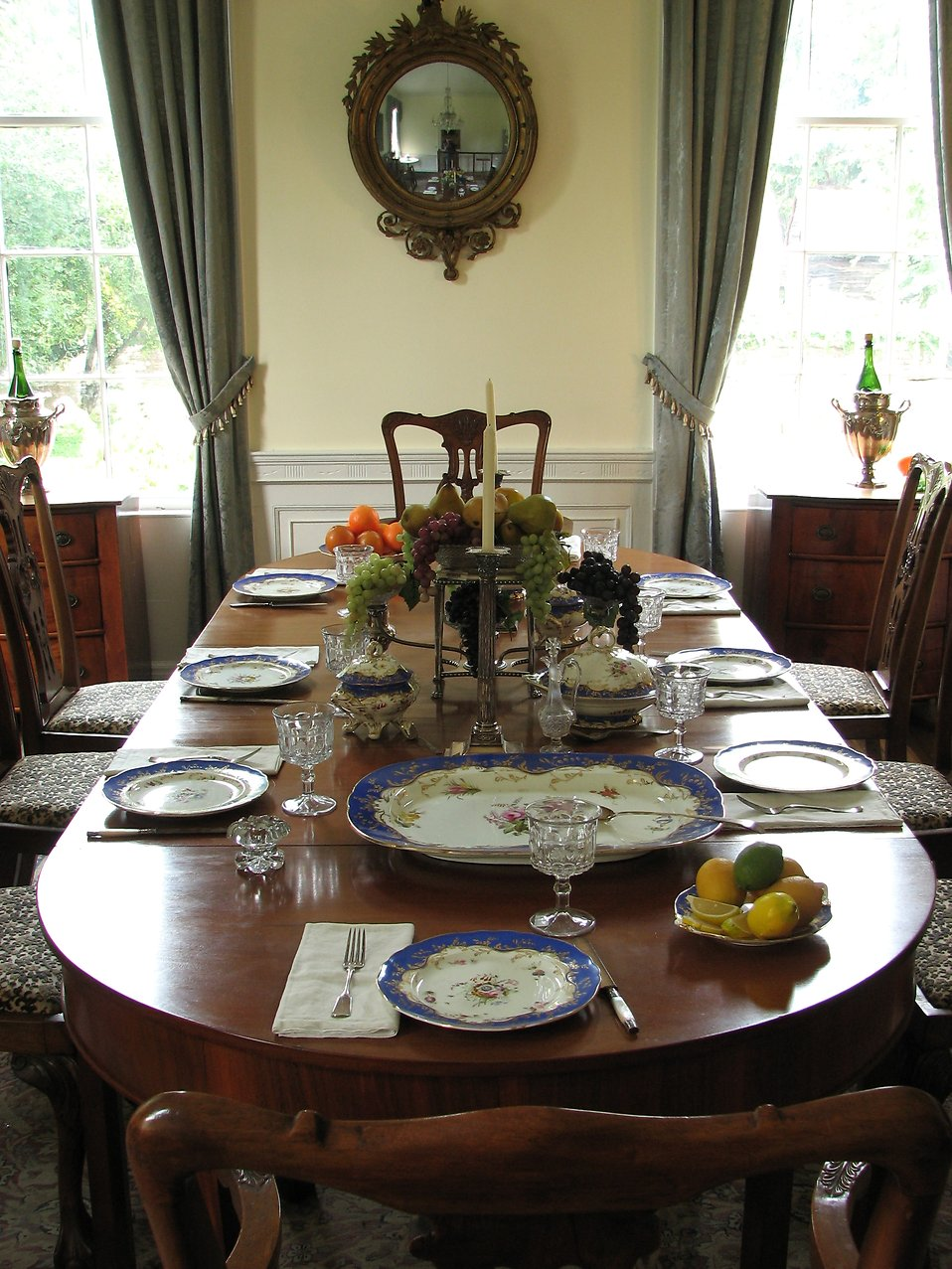 A table setting at the Antebellum Plantation at Stone Mountain Park : Free Stock Photo