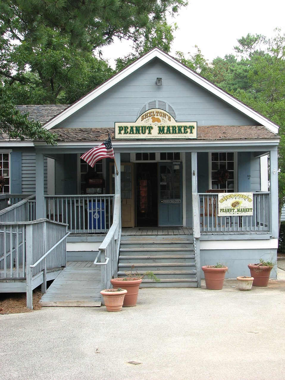 Store front with flag at Stone Mountain Park : Free Stock Photo