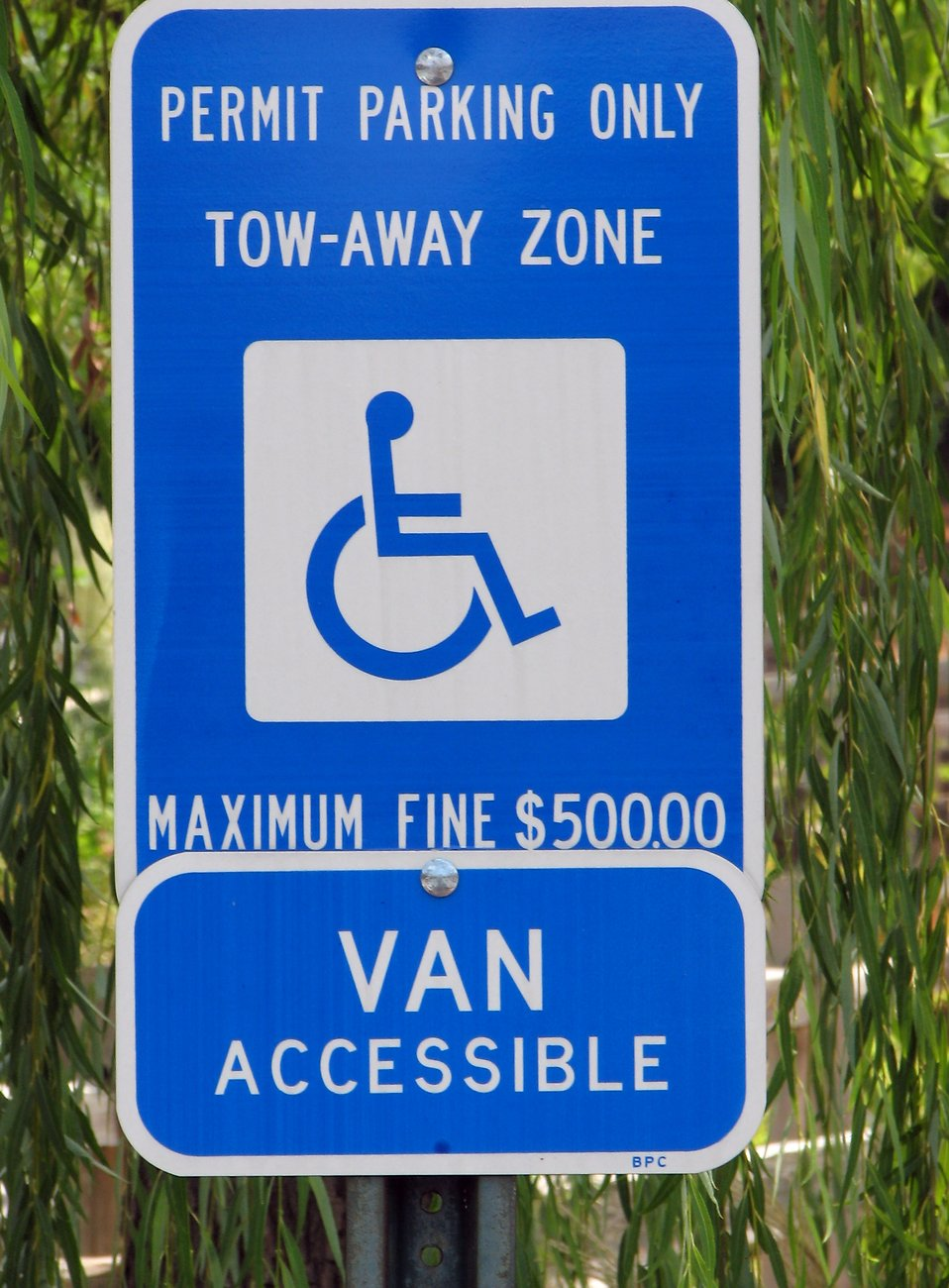 Closeup of a blue handicap parking sign : Free Stock Photo