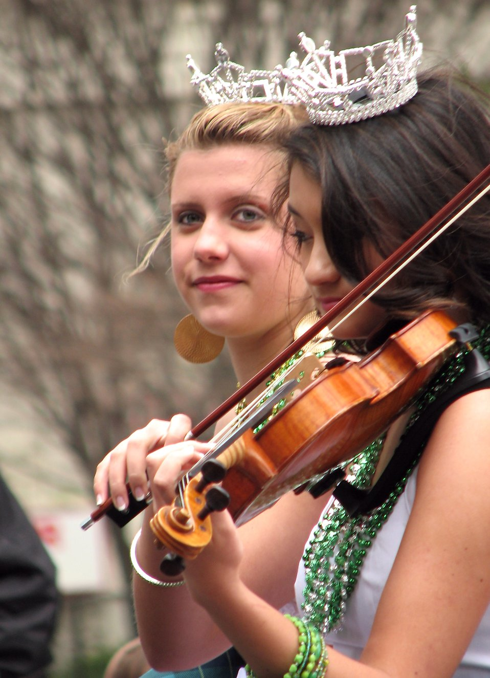 Rachel Grimsley and Brianna Godshalk in the 2010 Atlanta Saint Patrick's Day Parade : Free Stock Photo
