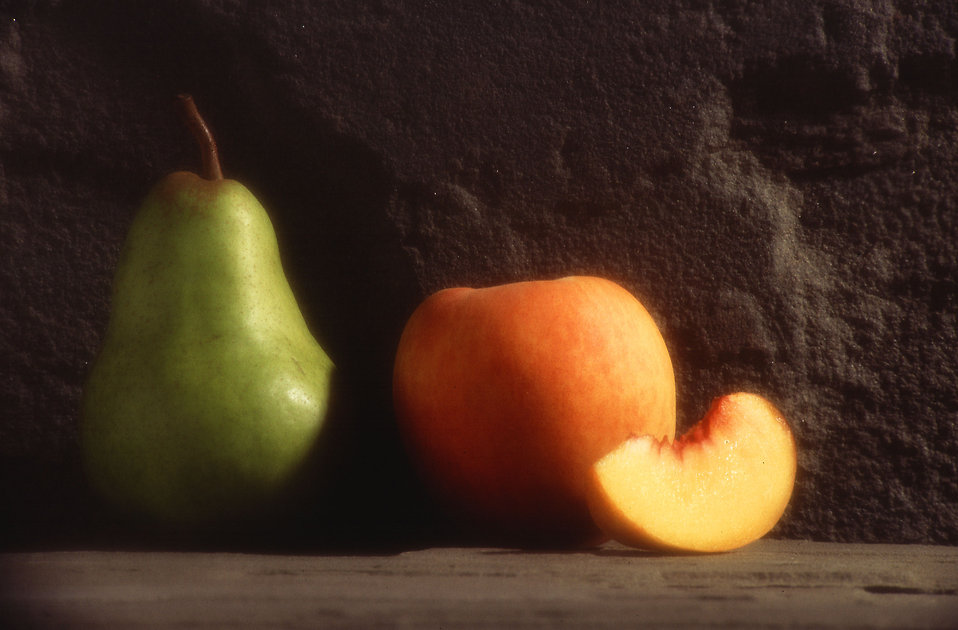 A peach and a pear : Free Stock Photo
