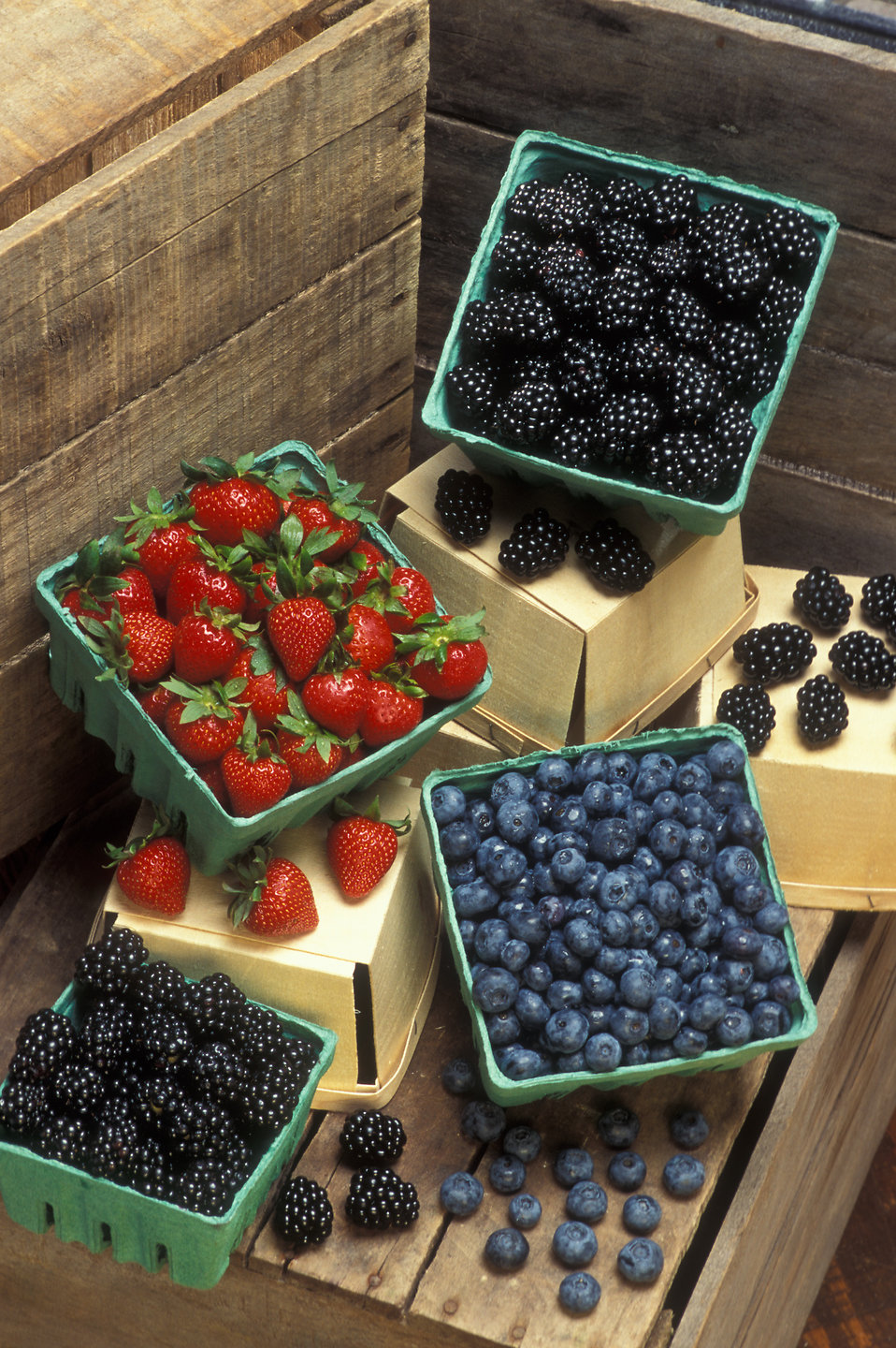 Baskets of strawberries, blueberries and blackberries : Free Stock Photo