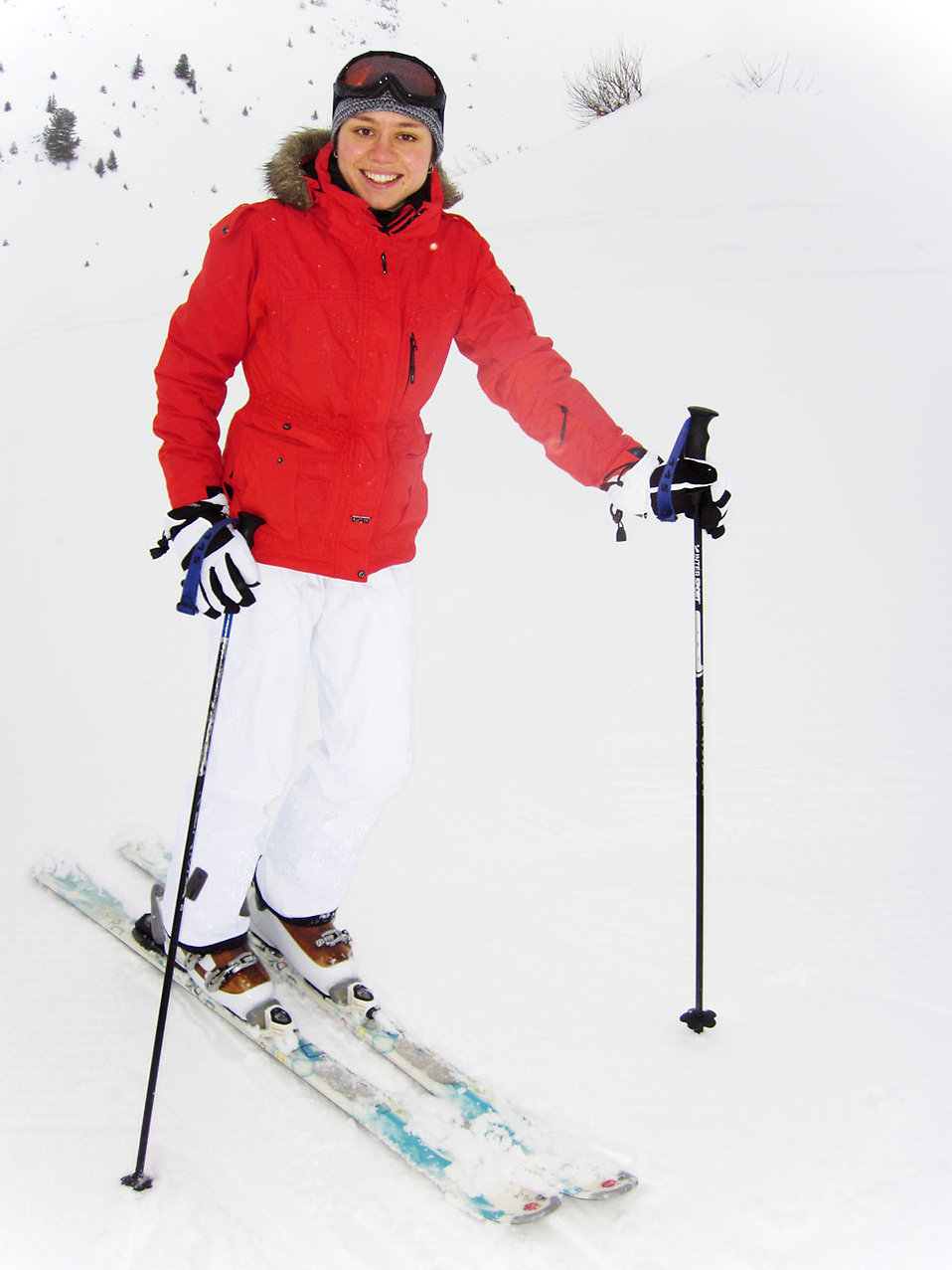 A woman snow skiing : Free Stock Photo