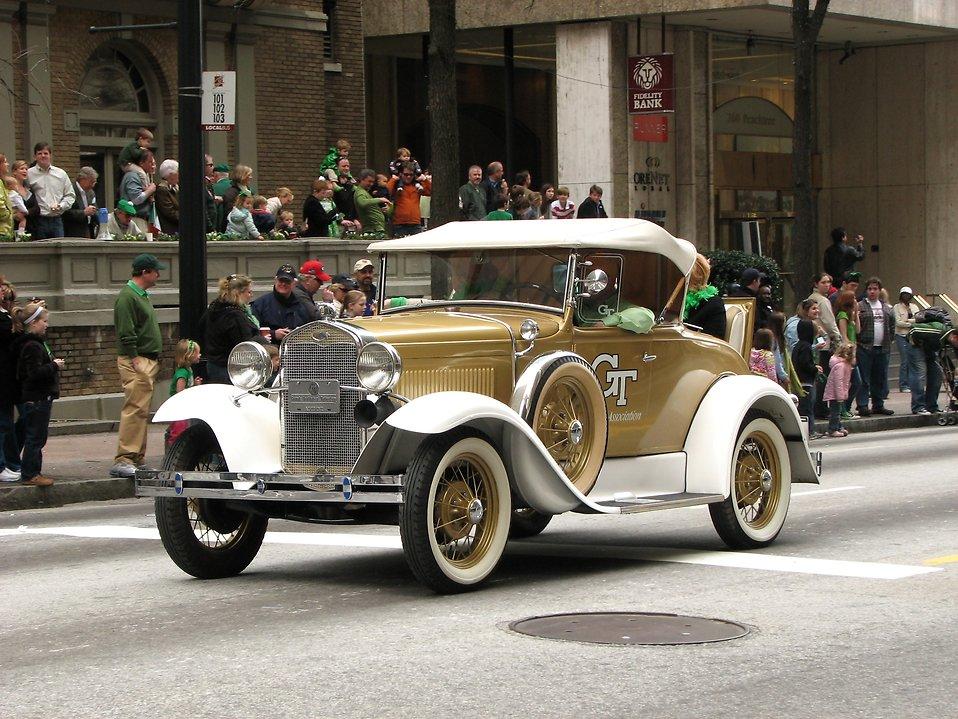 An antique car in the 2010 Saint Patricks Day Parade in Atlanta, Georgia : Free Stock Photo