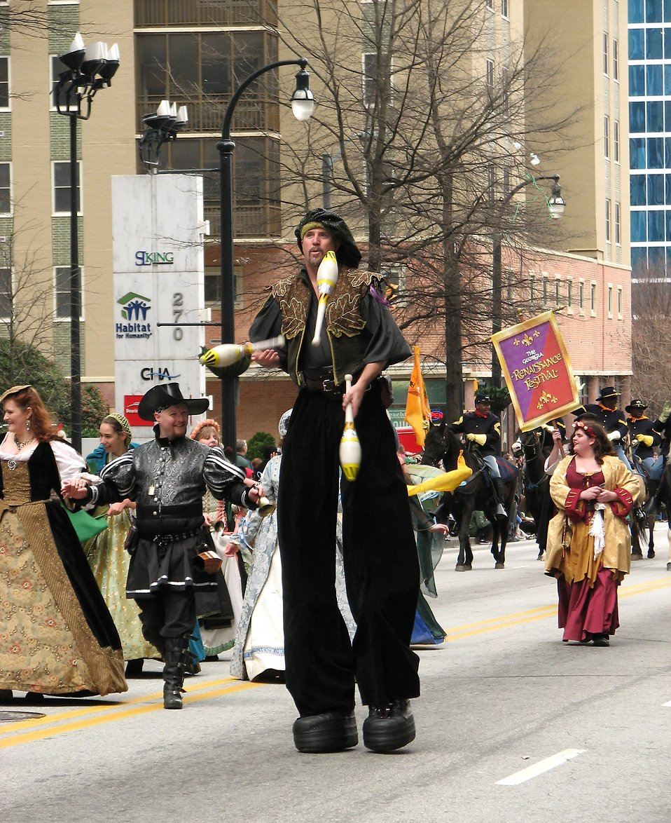 A juggler on stilts and other medieval actors in the 2010 Saint Patricks Day Parade in Atlanta, Georgia : Free Stock Photo