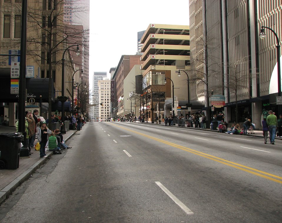 An emptry street with spectators before the 2010 Saint Patricks Day Parade in Atlanta, Georgia : Free Stock Photo