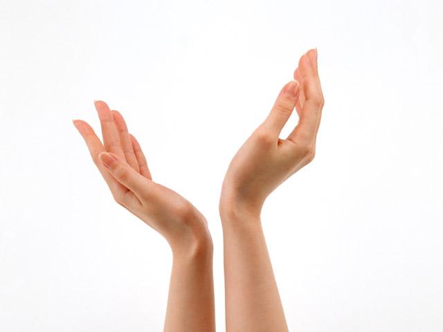 Руки держащиеся за мизинцы тату