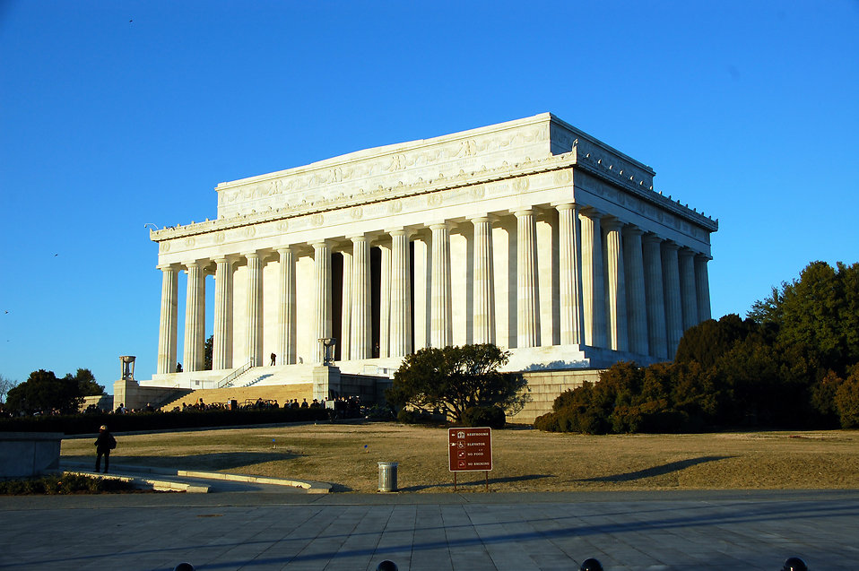 The outside of the Lincoln Memorial in Washington, DC : Free Stock Photo