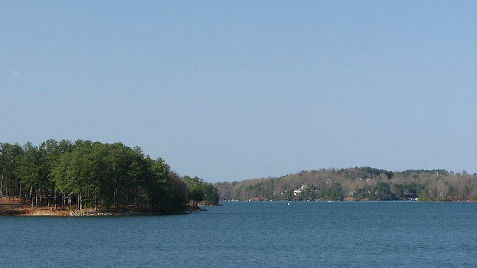 Landscape view of Lake Lanier in Georgia : Free Stock Photo