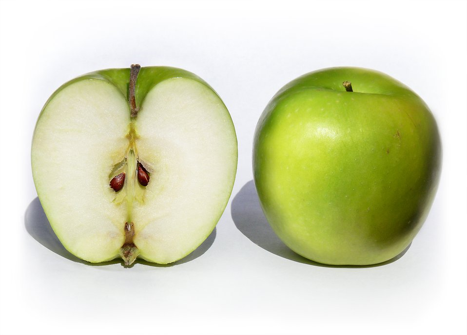 Whole and sliced Granny Smith apples : Free Stock Photo