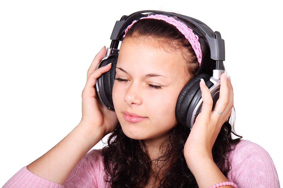 A beautiful girl listening to music with headphones : Free Stock Photo