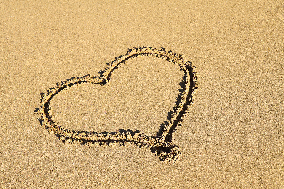 A heart in the sand : Free Stock Photo