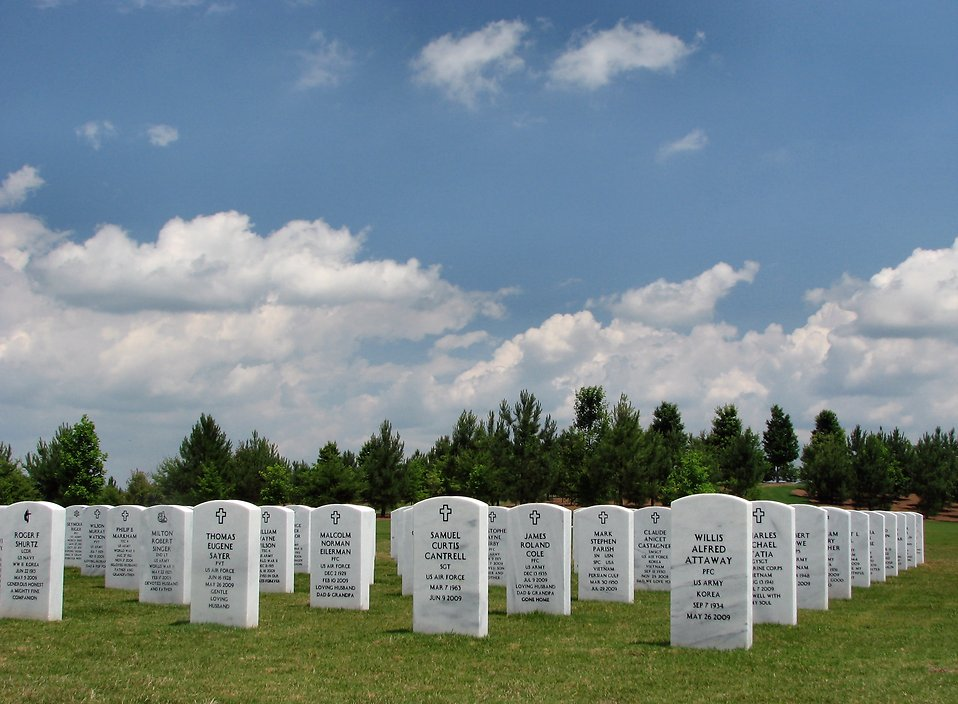 Gravestones in a field at the Georgia National Cemetery : Free Stock Photo