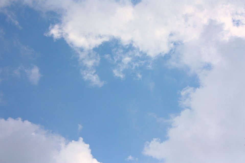 White clouds in a blue sky : Free Stock Photo