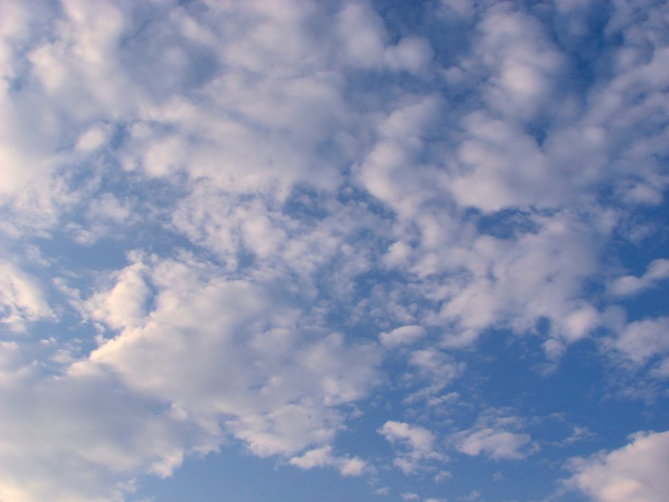 A cloudy blue sky : Free Stock Photo